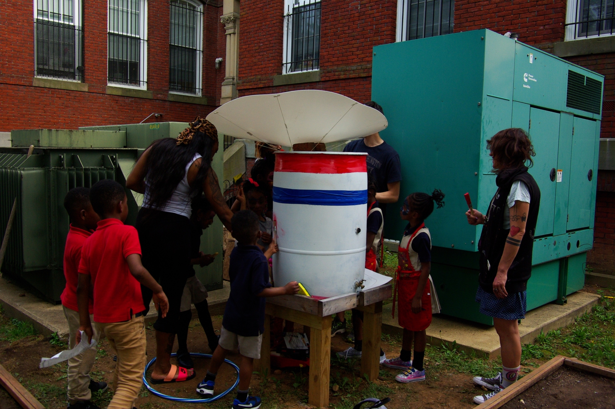 students install rain barrel